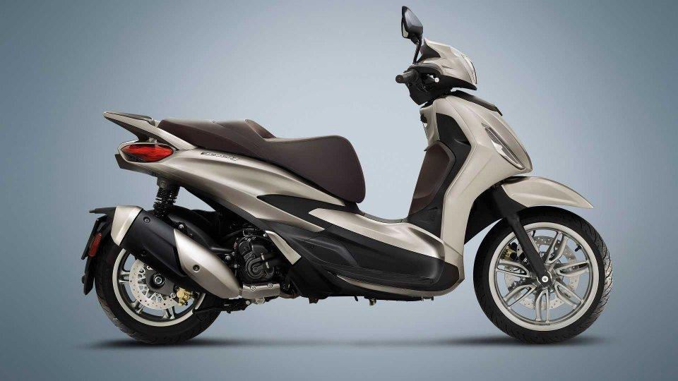 Moto - News: Piaggio Beverly 300 hpe e 400 hpe, prezzo e disponibilità