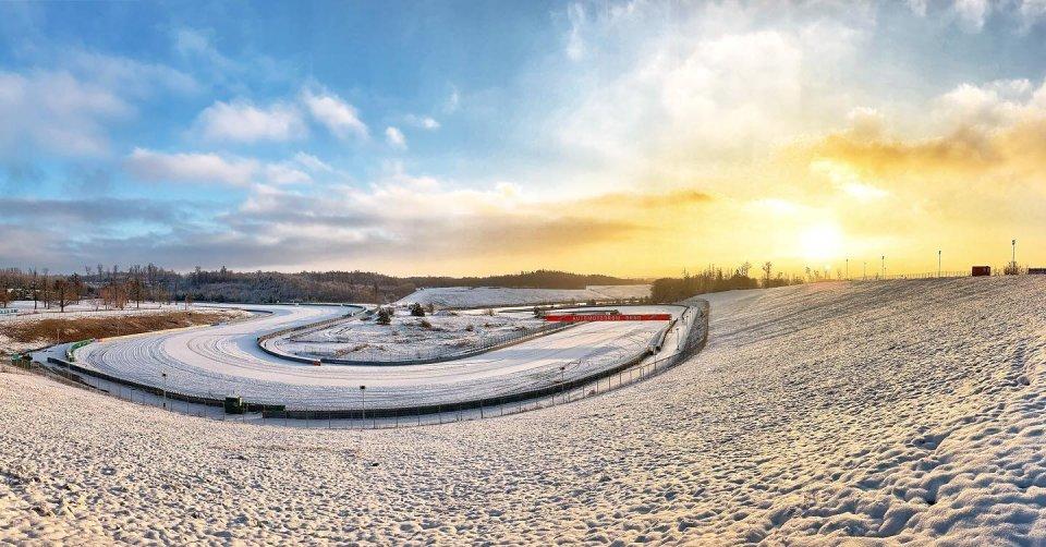 MotoGP: LA FOTO - L'Autodromo di Brno si trasforma in una pista... da sci