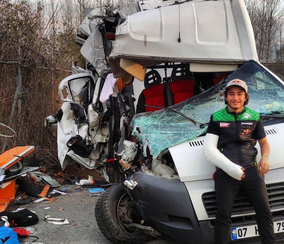 SBK: Can Oncu: ecco come è ridotto il Van su cui viaggiava dopo l'incidente