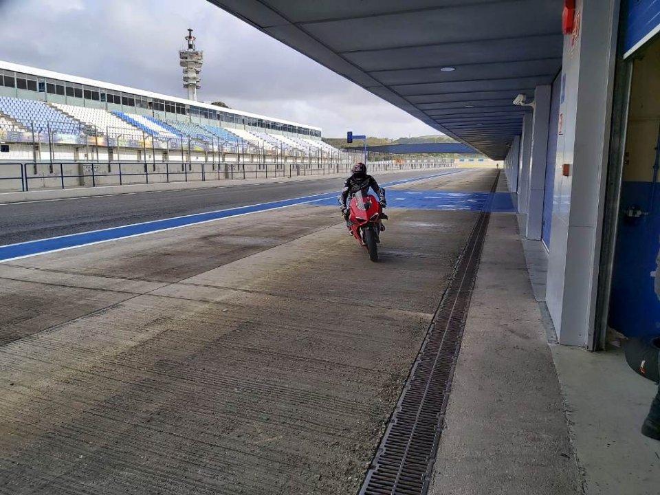 SBK: Il maltempo guasta i piani a Jerez: in pista solo Bradl, Zarco e Pirro