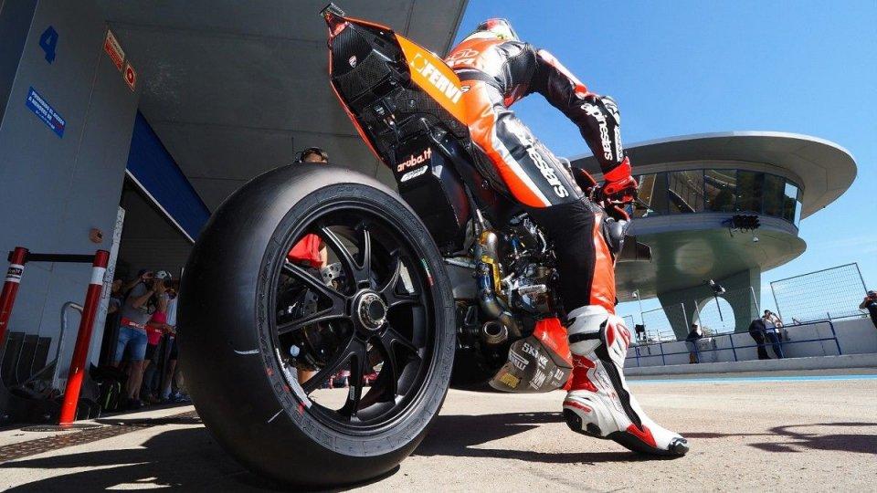 SBK: COVID, tamponi e spostamenti: l'altra faccia dei test di Jerez