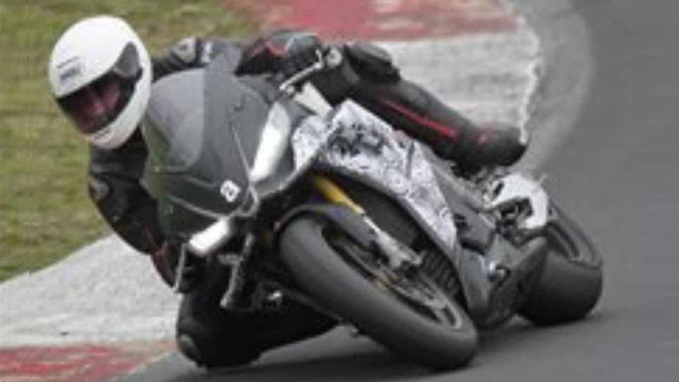Moto - News: Aprilia RSV4 2021, le prime immagini in pista per i test a Vallelunga