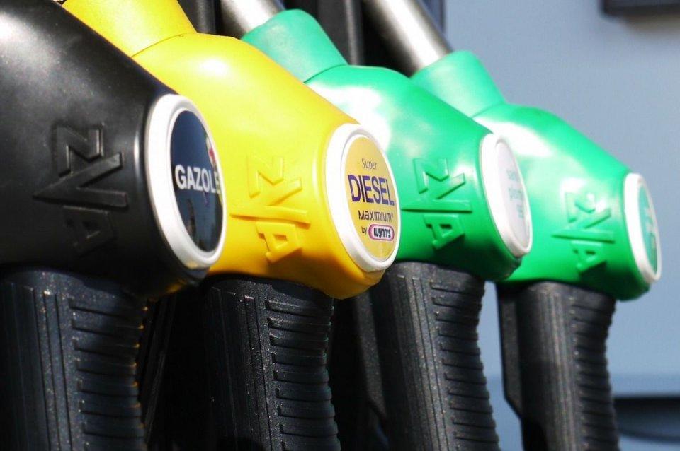 Auto - News: Europa: verso lo stop alla produzione di auto diesel e benzina