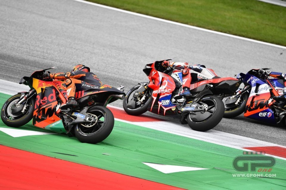 MotoGP: Track limits: yellow card even with only one wheel off the track