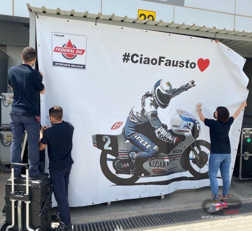 MotoGP: L'omaggio a Fausto Gresini in Qatar: la sua foto nel box del team