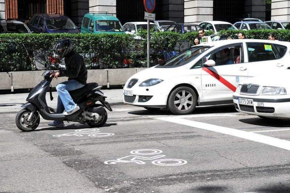 Moto - News: Spagna, esperimenti al semaforo: moto e scooter in pole position