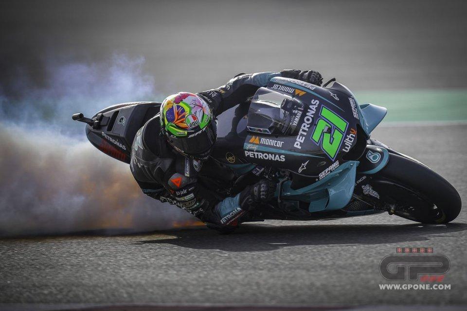 MotoGP: LA FOTO - Fuoco e fiamme: il motore di Morbidelli va in fumo