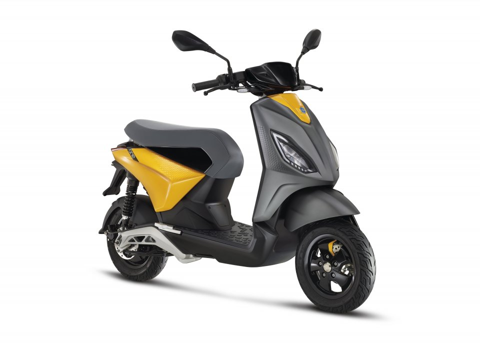 Moto - Scooter: Il nuovo scooter elettrico Piaggio 'ONE' si svela su TIK TOK