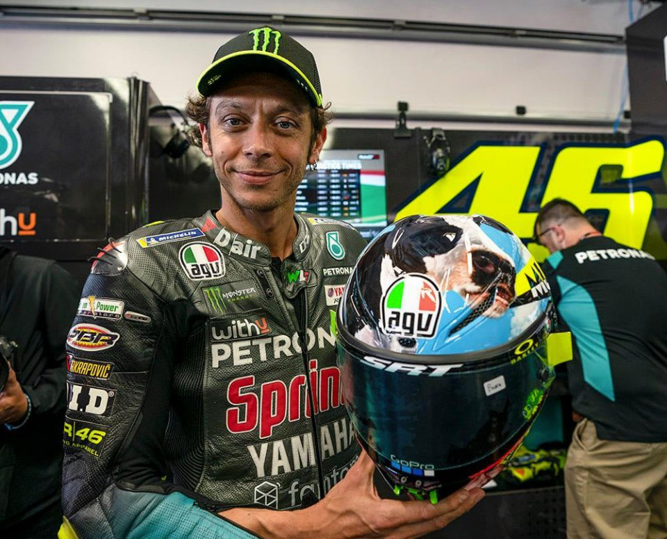 """MotoGP: """"MuuuuGello"""": A cow, and a line from a song, on Rossi's helmet for the Italian GP"""
