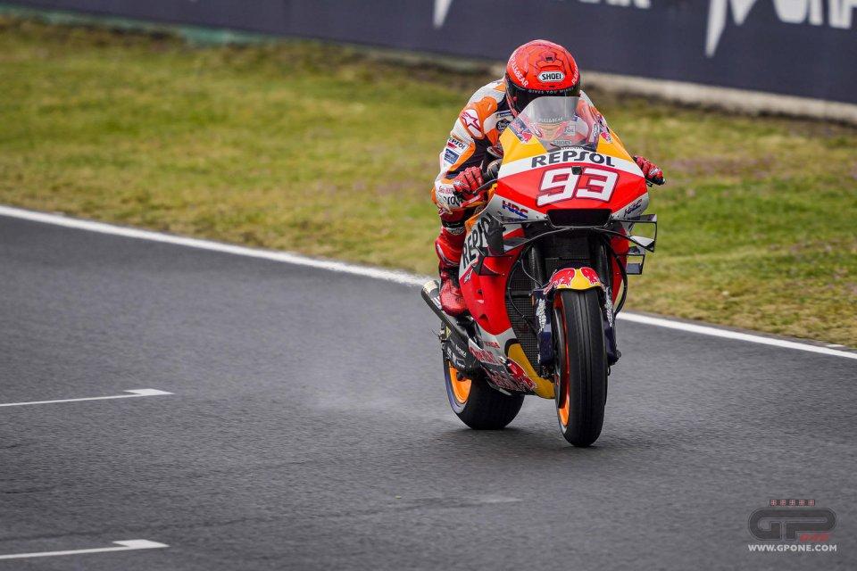 MotoGP: Marquez sfrutta la pioggia: 1° in FP3 a Le Mans, Savadori splendido 2°