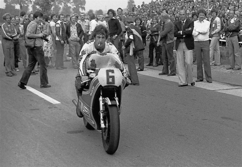 "MotoGP: Steve Parrish: ""correvo in moto e andavo al pub, poi conobbi Barry Sheene"""