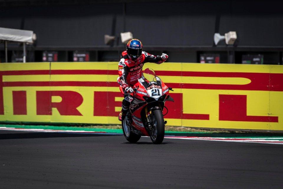 SBK: Rinaldi ci prende gusto e vince anche la Superpole Race, 3° Rea