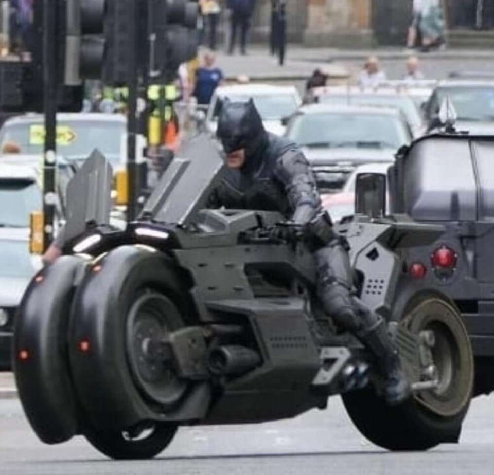 Moto - News: The Flash: Batman e la Batmoto sfrecciano per le strade di Glasgow