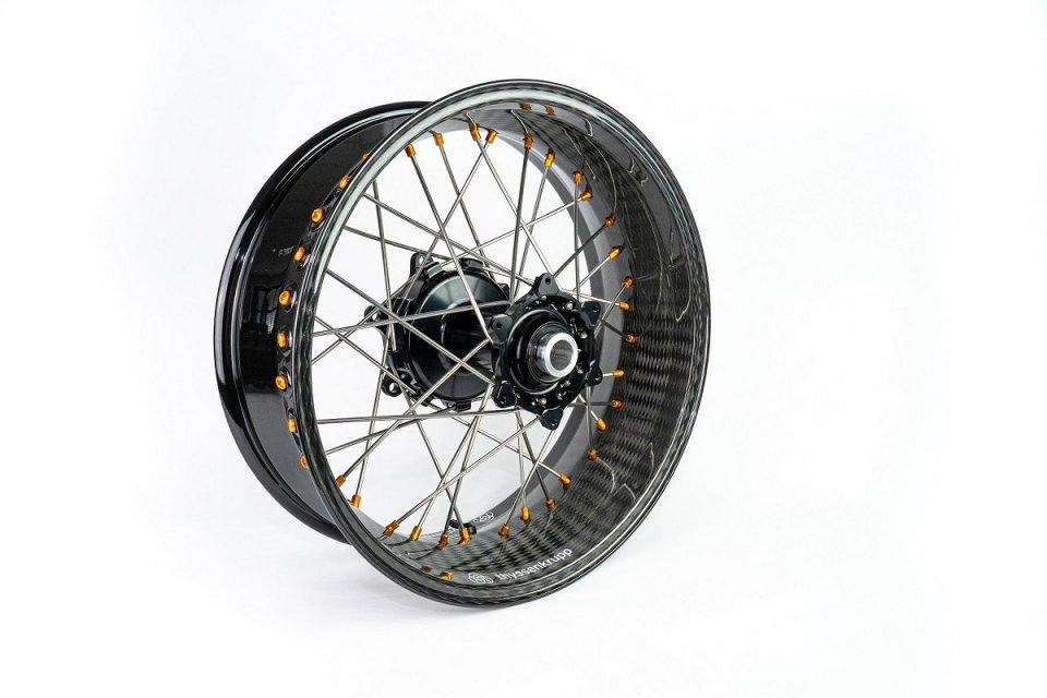 Moto - News: Thyssenkrupp lancia sul mercato il cerchio a raggi in carbonio