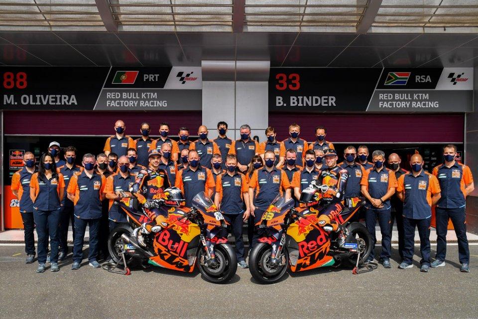 MotoGP: Oliveira, Fernandez, Acosta: ecco come KTM domina il mercato piloti