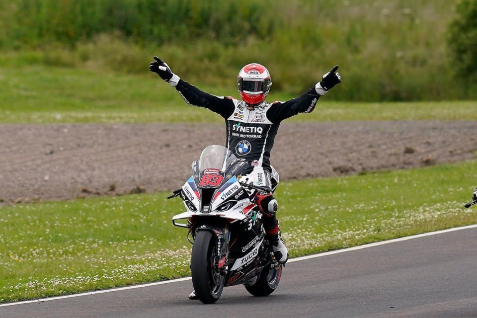 SBK: BSB Knockhill: Buchan and BMW triumph in Race 2, two Scots on the podium