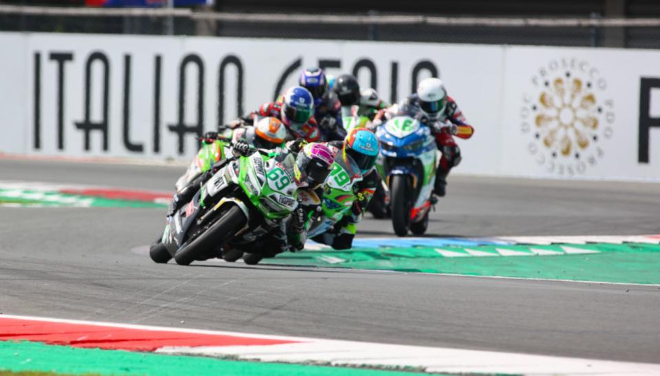 SBK: Supersport 300: Booth-Amos si prende la rivincita in gara 2. Sul podio anche De Cancellis e Di Sora