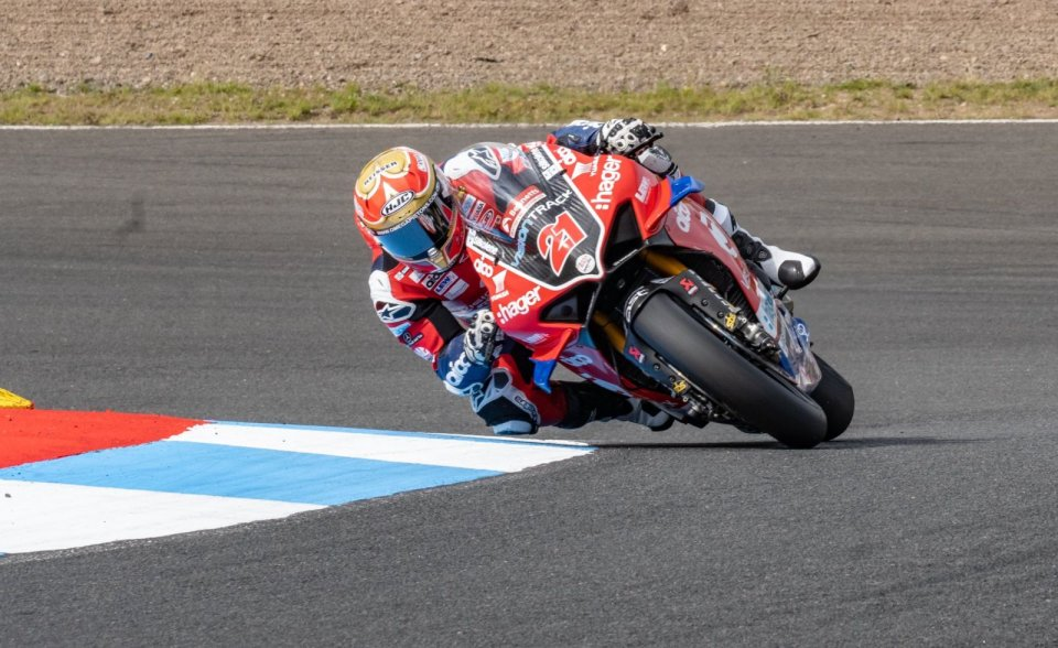 SBK: BSB Knockhill: Christian Iddon leads Ducati to success in Race 1