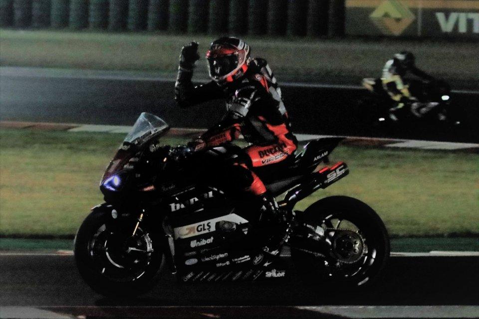 SBK: CIV SBK Gara 1: Pirro vince ma con fatica la notturna su Delbianco
