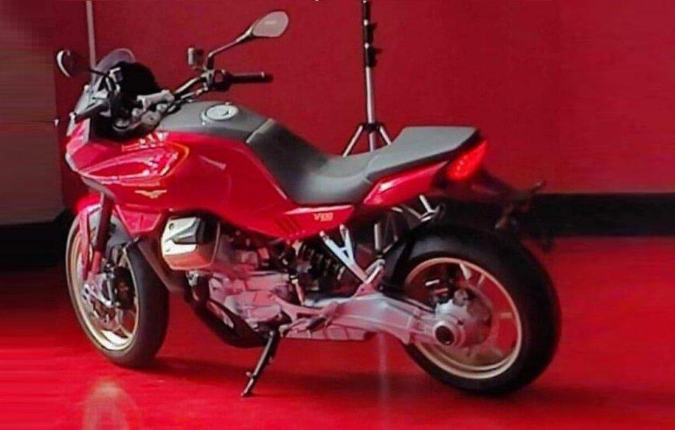 Moto - News: Moto Guzzi V100, ecco la foto della nuova crossover