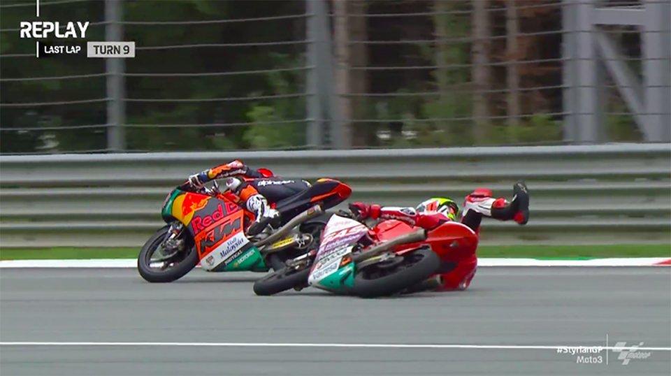 Moto3: Acosta frega Garcia che cade all'ultimo giro al Red Bull Ring ma è 2°. Fenati 3°