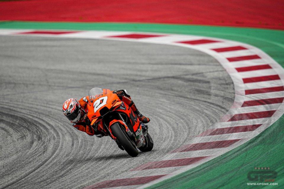 MotoGP: Lecuona mago sul bagnato: 1° in FP2, rifila 3 secondi a Zarco. Rossi in Q1