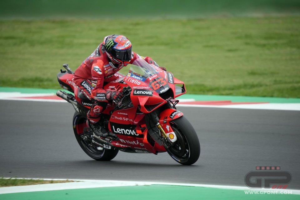 MotoGP: Ducati padrona di Misano: pole di Bagnaia su Miller, cadono Quartararo e Marquez