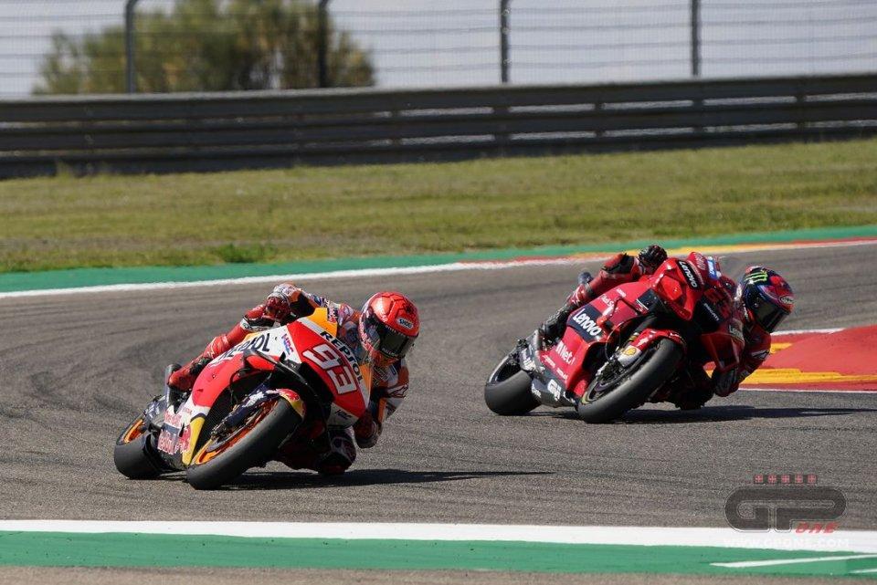 MotoGP: VIDEO - Lo straordinario duello tra Bagnaia e Marquez ad Aragon