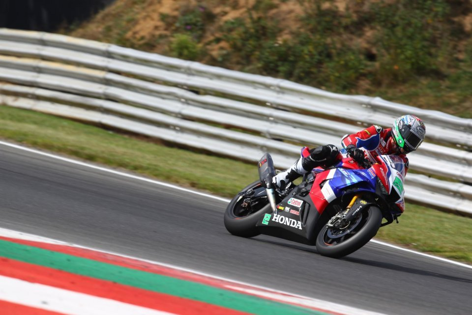 SBK: BSB Snetterton: Irwin-Honda da record, pasticcio VisionTrack PBM Ducati