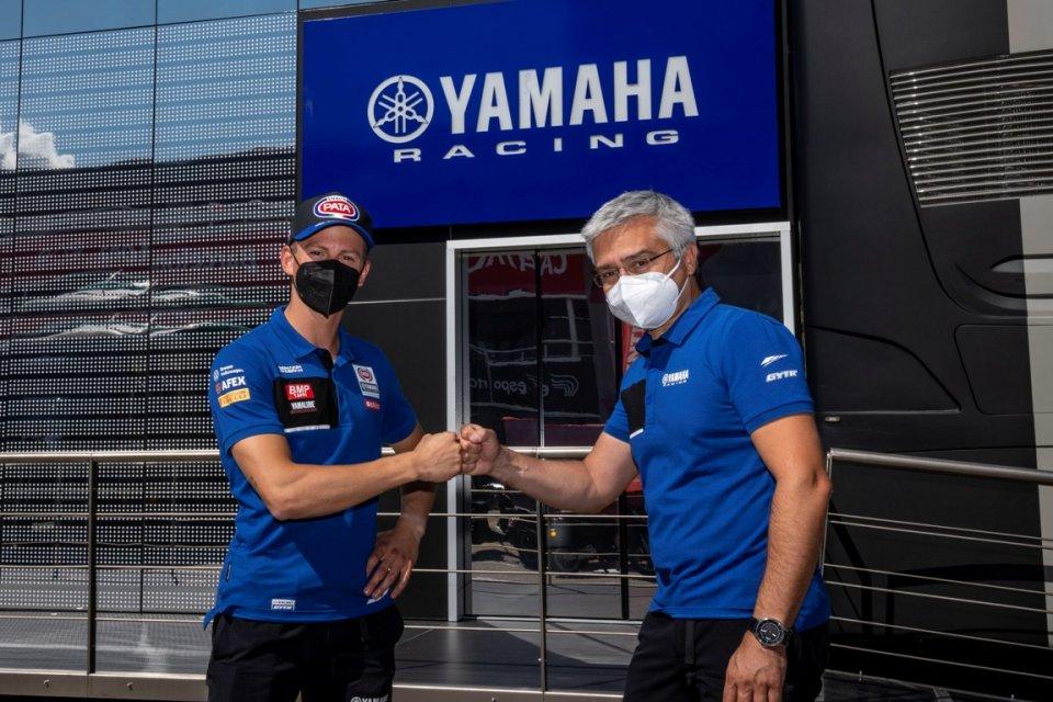 SBK: Yamaha blinda i suoi piloti: Locatelli nel team ufficiale fino al 2023
