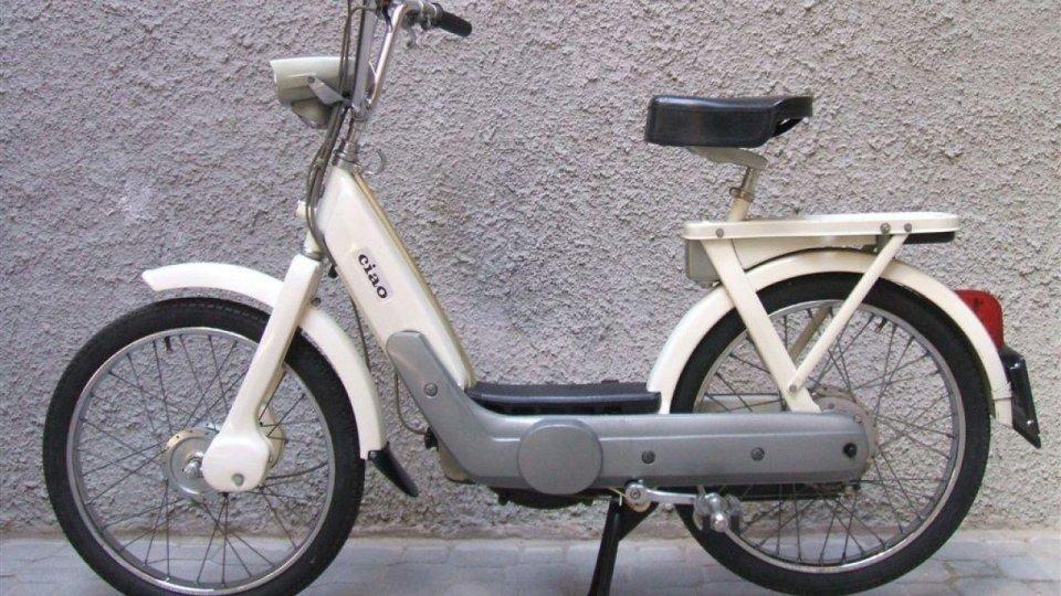 """Moto - Scooter: Piaggio Ciao: il mitico """"ciclo-motore"""" diventa una e-bike"""