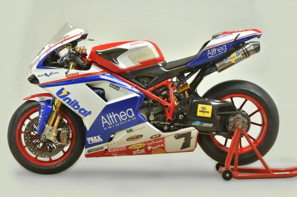 Moto - News: All'asta la Ducati 1198 RS di Carlos Checa e la 1198 F12 di Giugliano