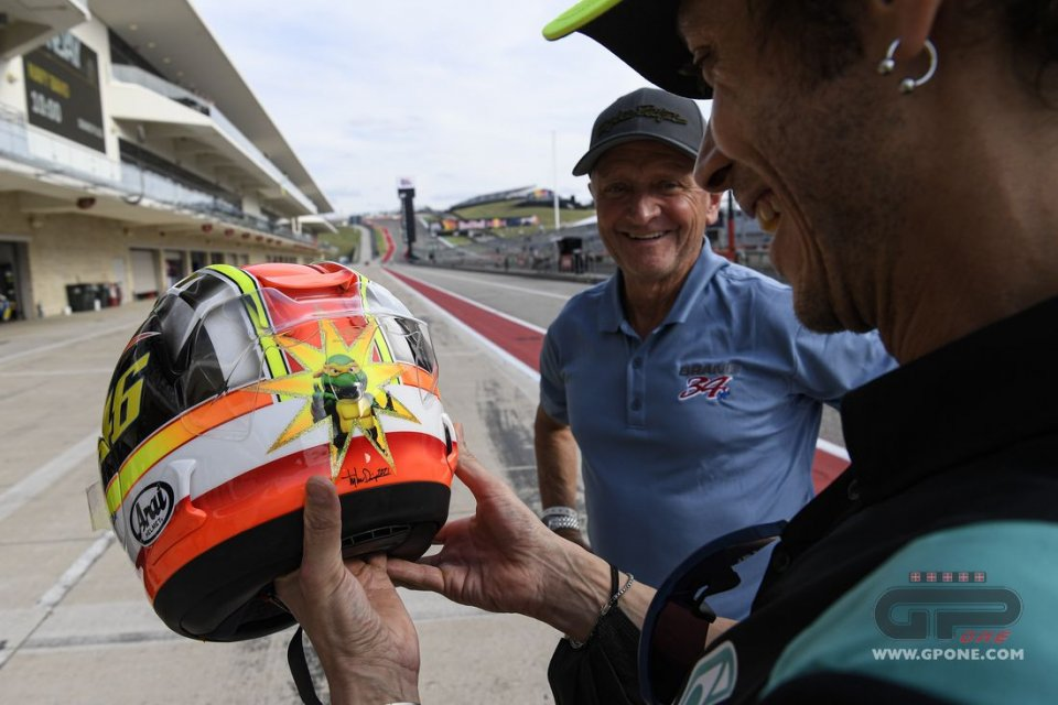 MotoGP: Schwantz and Rossi merge into a helmet: a special gift from Kevin