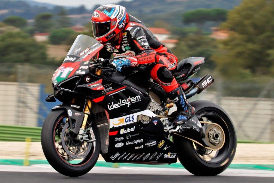 SBK: Assolo di Pirro, Delbianco show in Gara 1 del CIV Superbike a Vallelunga