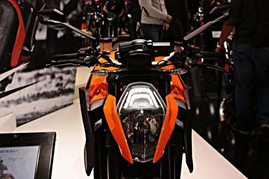 KTM Super Duke 1290 R: arancia esplosiva