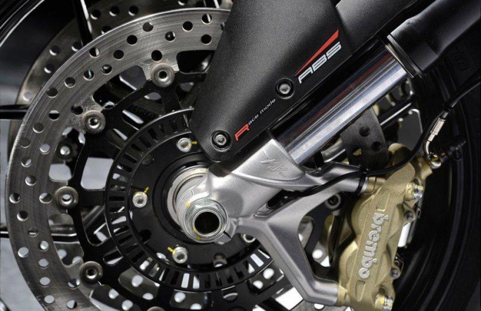 MV Agusta: i tre cilindri frenano meglio