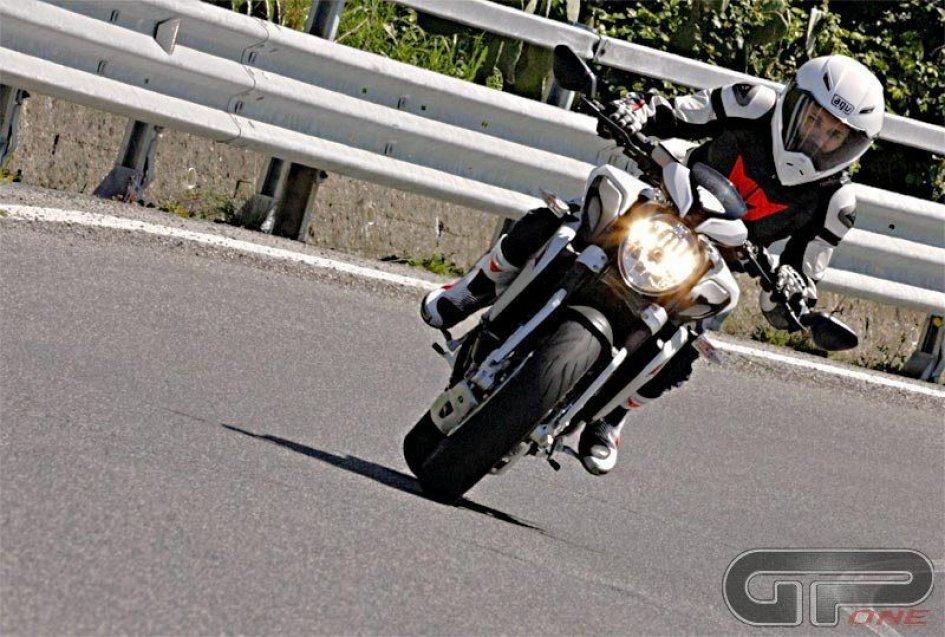 MV Agusta Brutale Dragster: fuori i secondi
