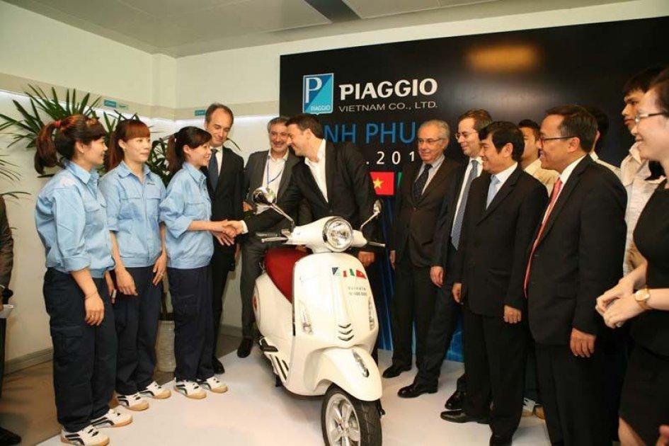 Renzi visita la Piaggio. In Vietnam