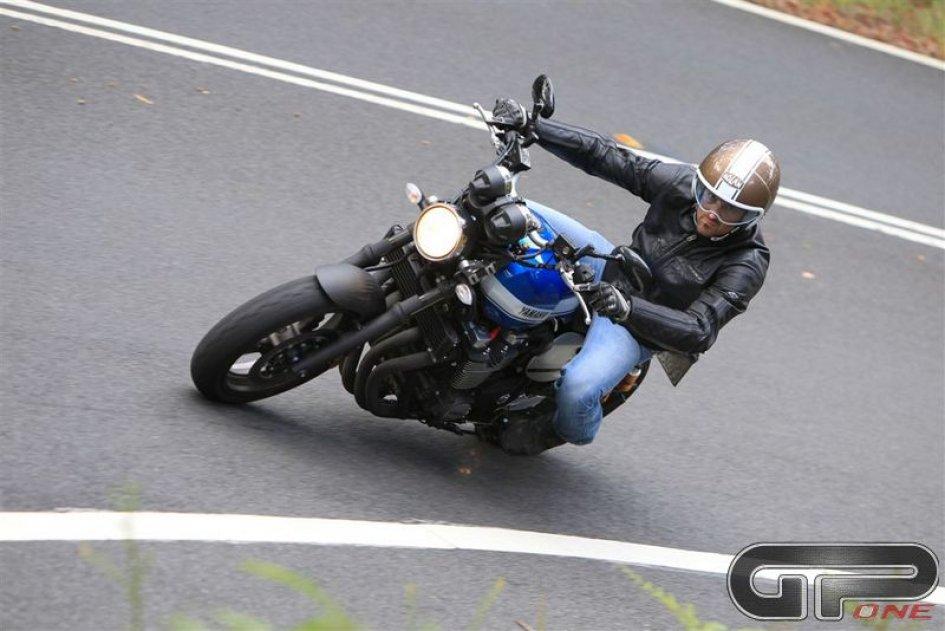 Yamaha XJR1300 e RACER: ritorno al futuro