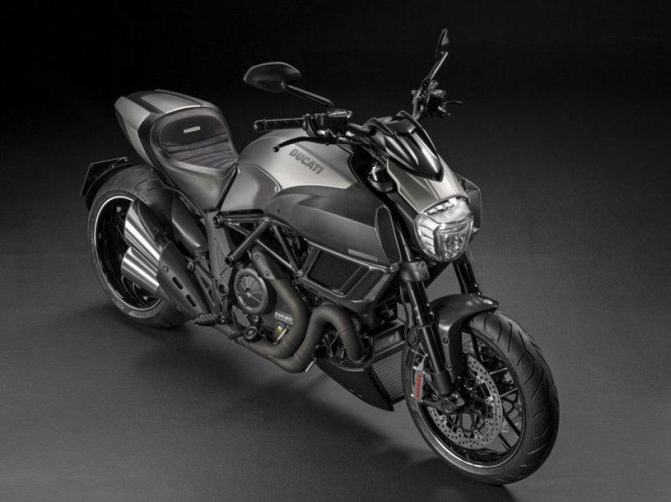Ducati: arriva negli store la Diavel Titanium