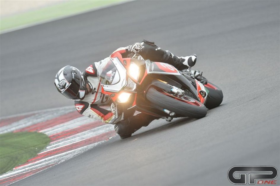 Aprilia RSV-4 2015: moto da best lap