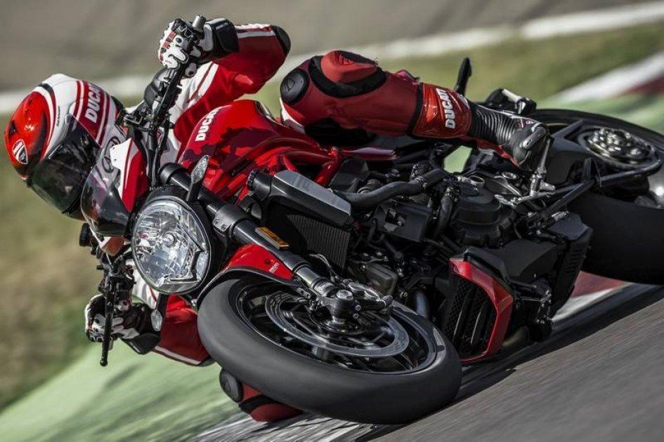 Ducati Monster 1200R: peso massimo