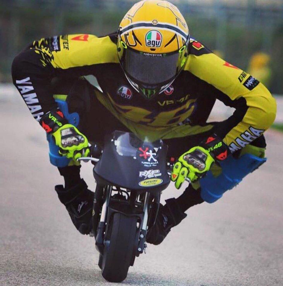 official photos 805cd ed8cf MotoGP, Rossi torna 'bambino' con le minimoto | GPone.com