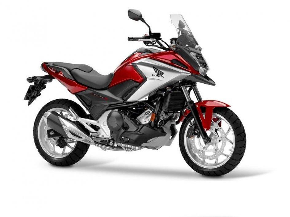 Honda, prime immagini della nuova NC750X