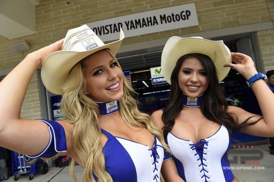 Umbrella girlz at the Texas GP
