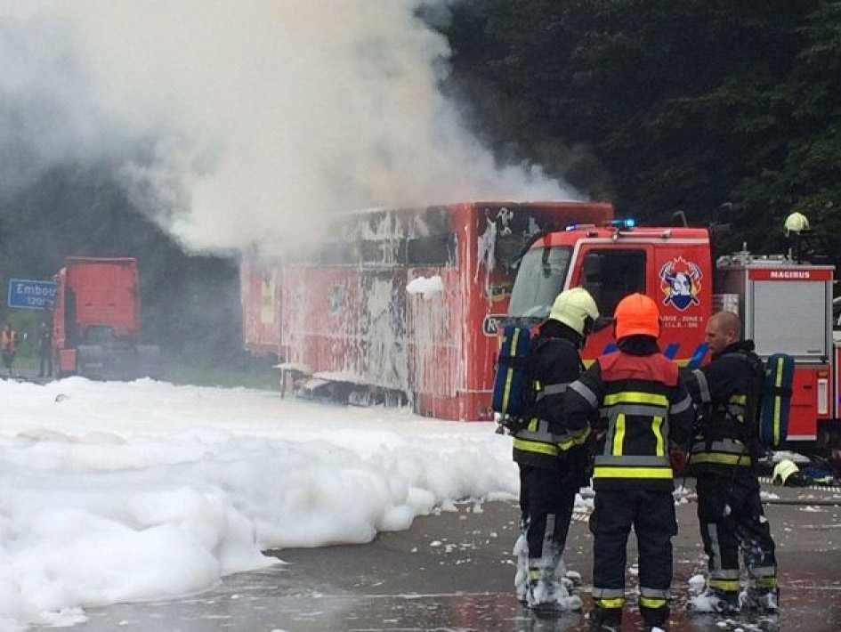 In fiamme un camion del team AGR