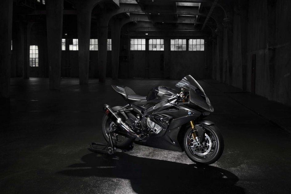 BMW HP4 RACE my2017 - look to the future!