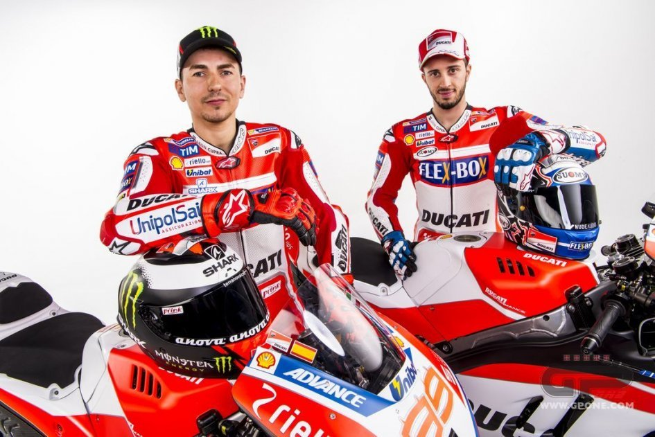 ALL THE PICTURES. Lorenzo, Dovizioso and the Ducati 2017