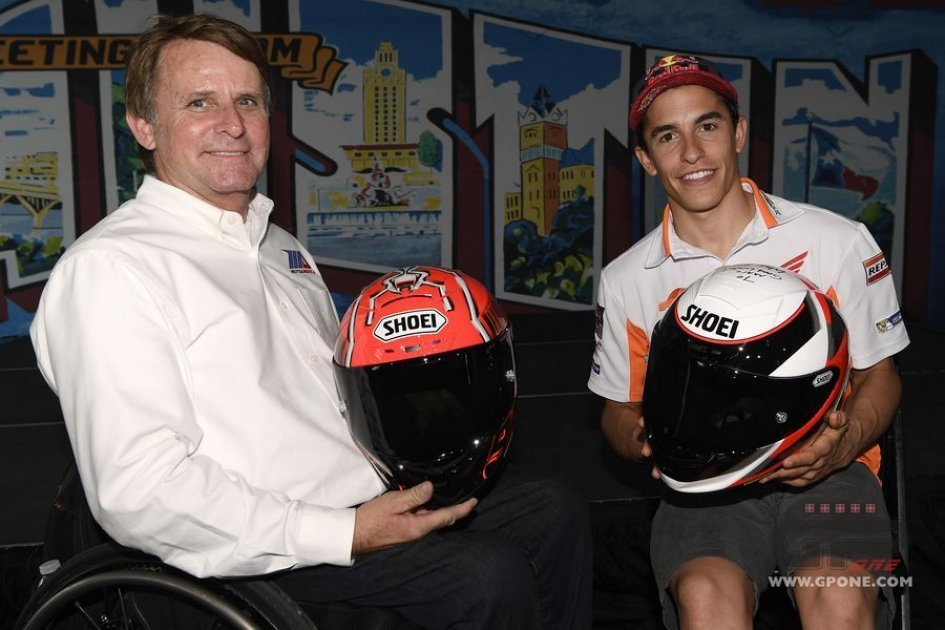 MotoGP: Wayne Rainey and Marc Marquez: exchange of helmets