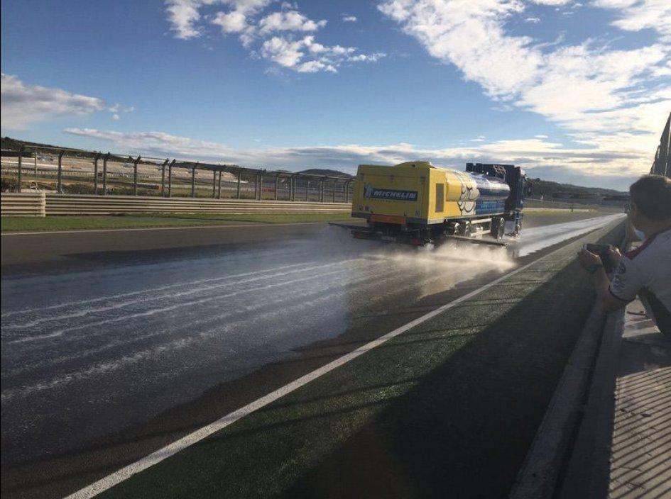 MotoGP: Rabat tests the Michelin rain tyres in 'artificial rain'